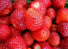 Strawberry - wheatfields(CC BY-NC-SA 2.0)